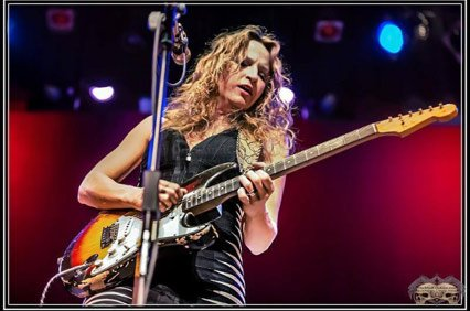 "Ana Popovic, photo by ""One Mind Creations"" Alan Birdsell"